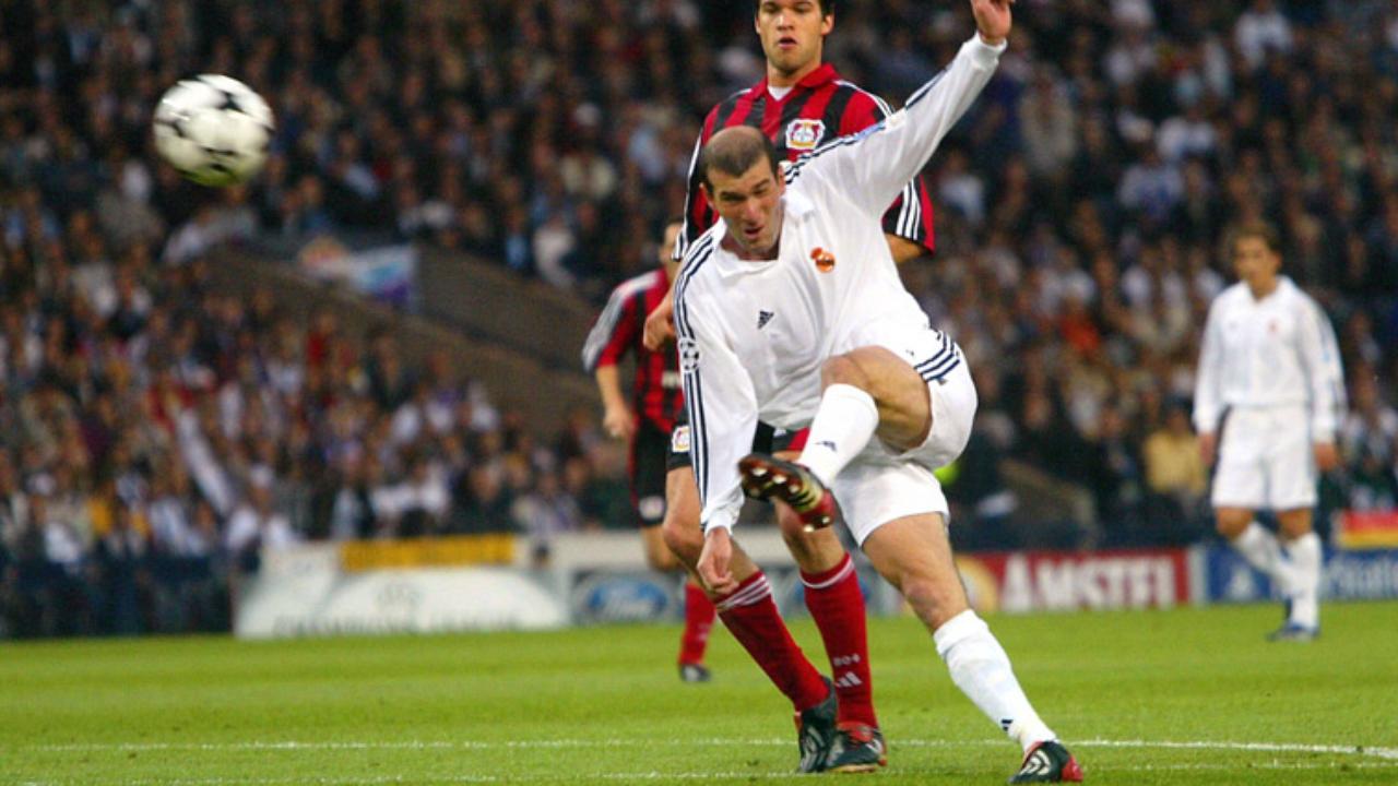 Zinedine Zidane et volée légendaire contre Leverkusen