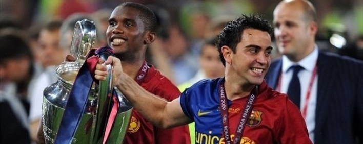 Xavi prend la pose avec tous ses trophées