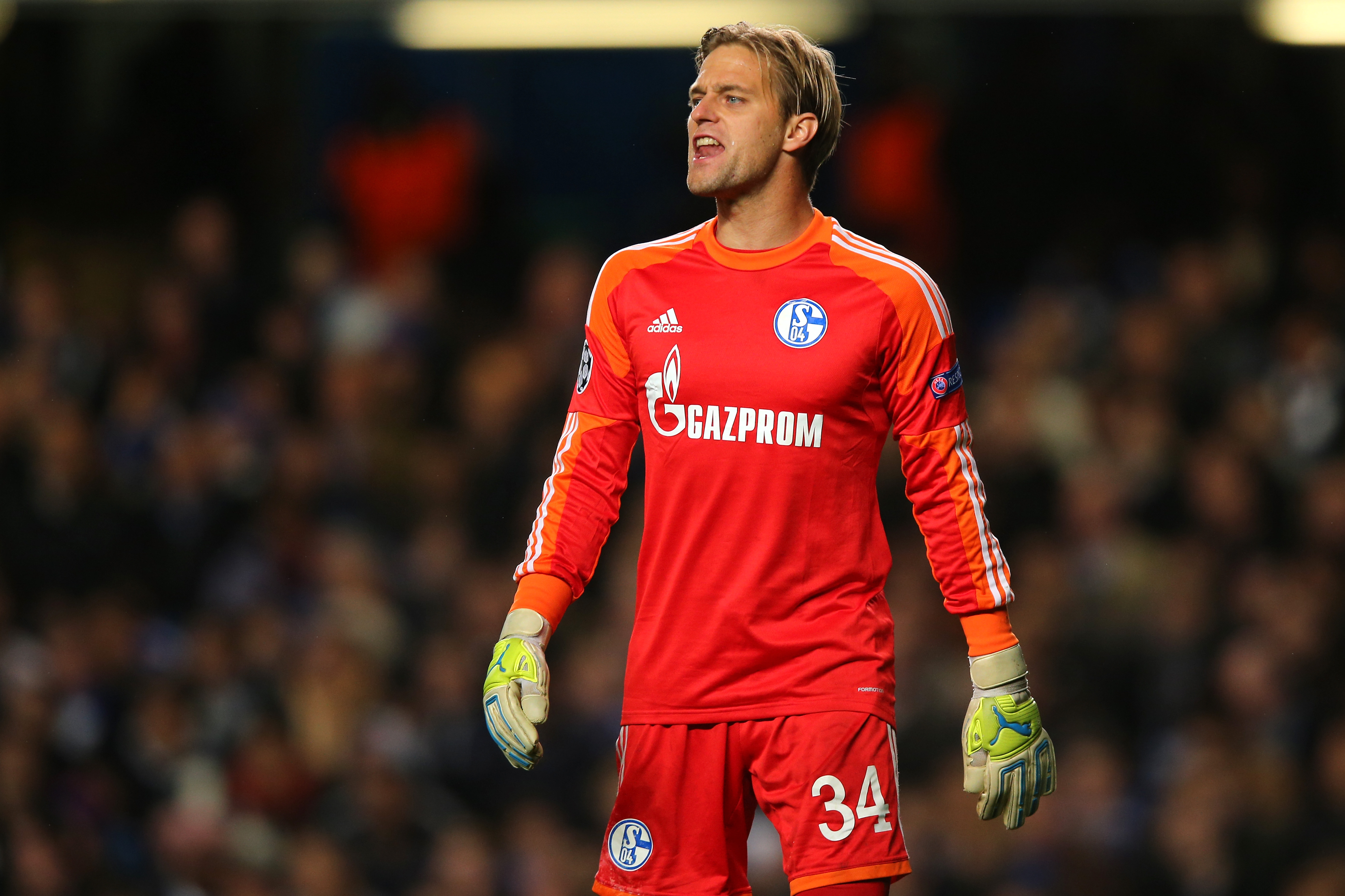 LONDON, ENGLAND - NOVEMBER 06:  Goalkeeper Timo Hildebrand of Schalke reacts during the UEFA Champions League Group E match between Chelsea and FC Schalke 04 at Stamford Bridge on November 6, 2013 in London, England.  (Photo by Clive Rose/Getty Images)