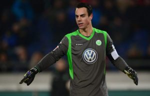 epa04517474 Wolfsburg's goalkeeper Diego Benaglio stands in the goal during the German Bundesliga match between Hannover 96 and VfL Wolfgsburg at HDI Arena in Hanover, Germany, 06 December 2014...(ATTENTION: Due to the accreditation guidelines, the DFL only permits the publication and utilisation of up to 15 pictures per match on the internet and in online media during the match.) EPA/PETER STEFFEN