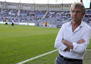 Lorient's French head coach Christian Gourcuff looks on during the French L1 football match Toulouse vs Lorient on September 25, 2013 at the Municipal Stadium in Toulouse.  AFP PHOTO/ PASCAL PAVANI