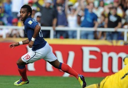 162572_le-joueur-de-l-equipe-de-france-de-20-ans-alexandre-lacazette-le-14-aout-2011-a-cali-en-colombie