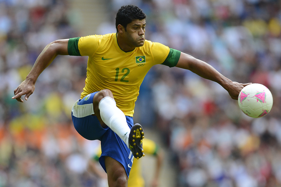 Brazil's Hulk controls the ball during their men's gold medal soccer match against Mexico at the London 2012 Olympic Games at Wembley Stadium August 11, 2012. REUTERS/Nigel Roddis (BRITAIN - Tags: SPORT OLYMPICS SOCCER)