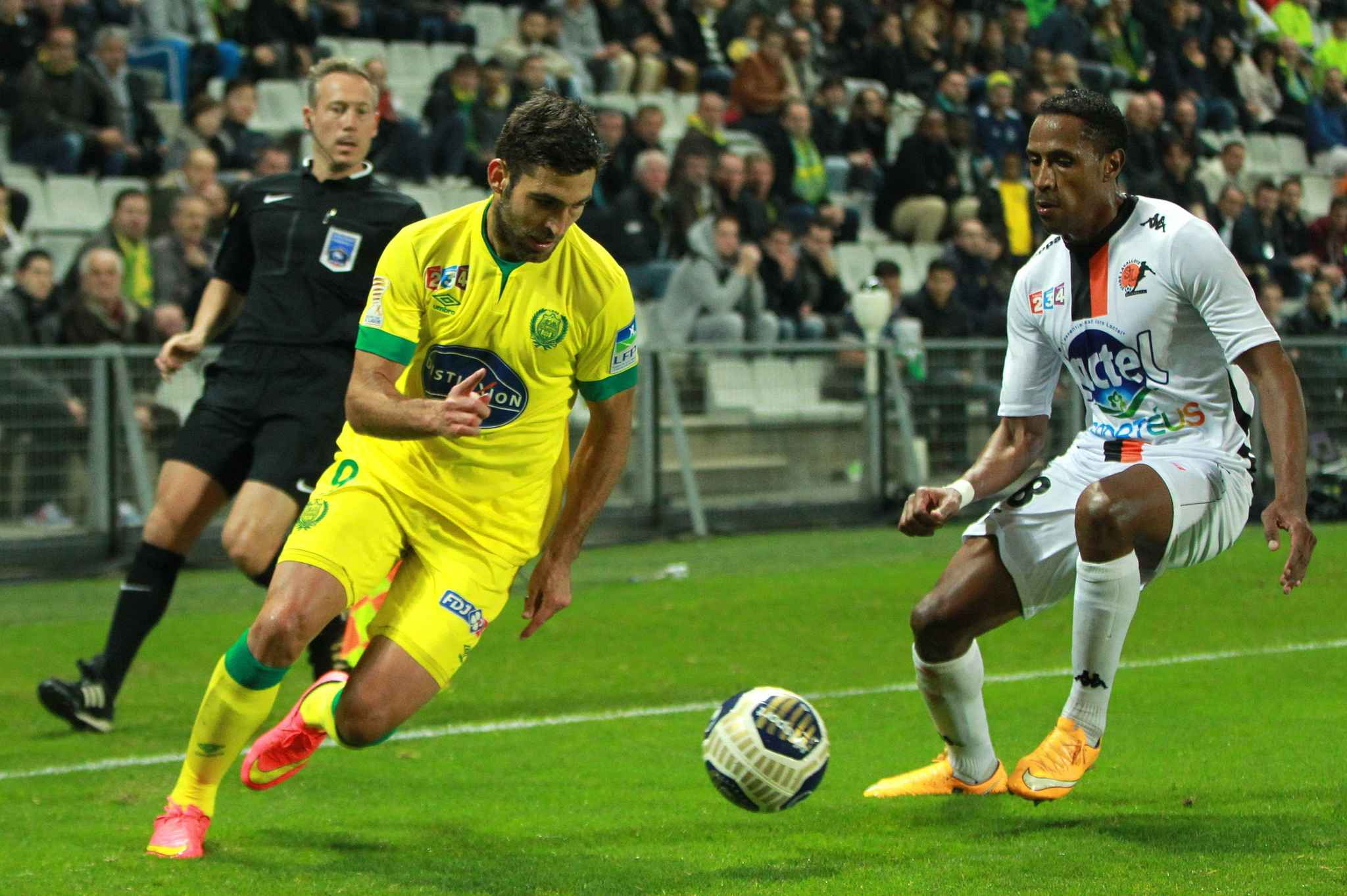 2048x1536-fit_nantes-s-player-itay-shechter-and-laval-s-player-hassane-alla-in-action-during-the-french-league-cup
