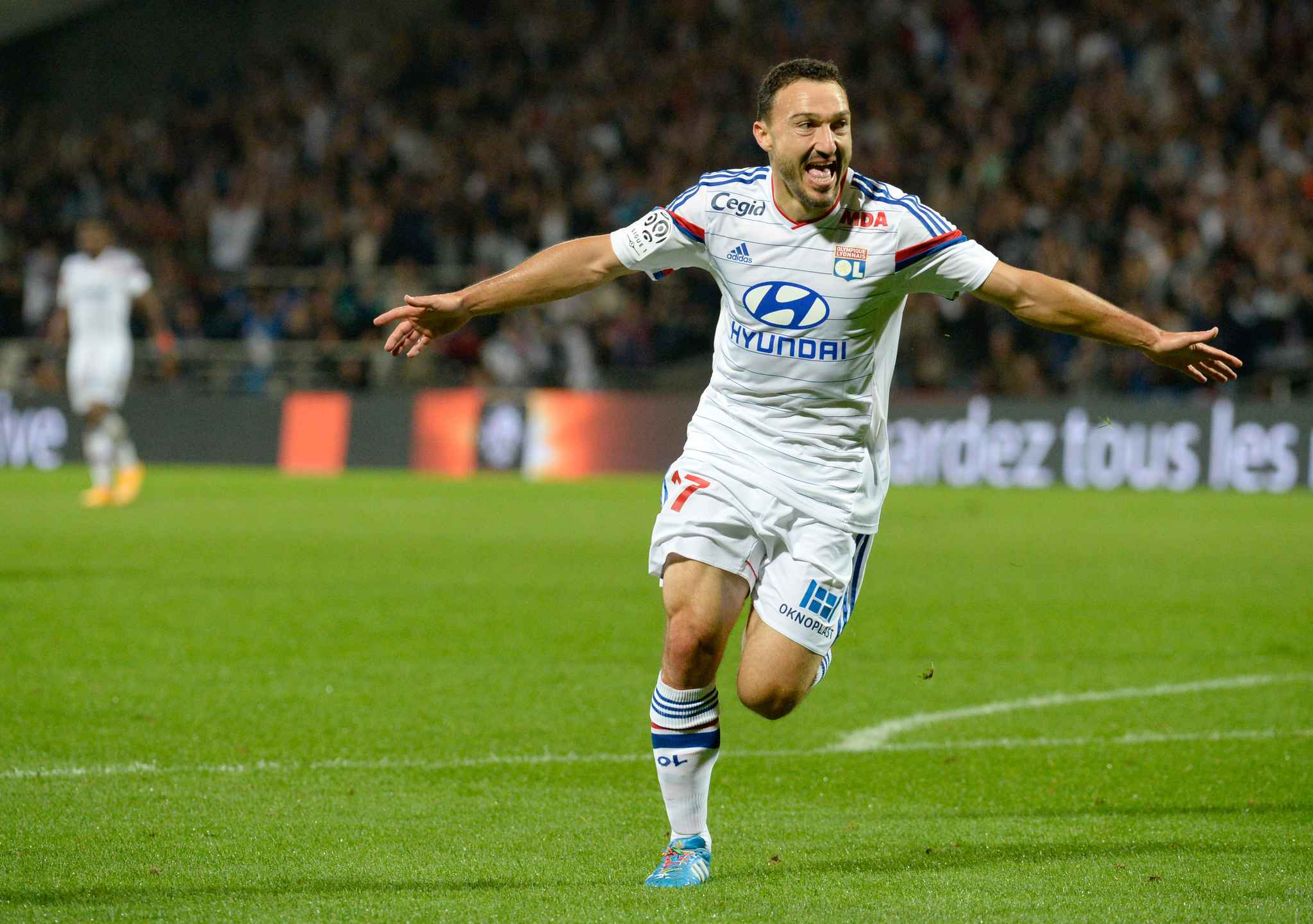2048x1536-fit_steed-malbranque-total-inscrit-dix-buts-ligue-1-sous-maillot-ol