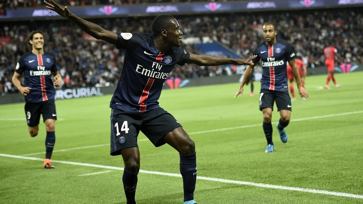 Paris Saint-Germain's French midfielder Blaise Matuidi celebrates scoring during the French L1 football match Paris Saint-Germain FC vs GFC Ajaccio on August 16, 2015 at the Parc des Princes in Paris.  AFP PHOTO / FRANCK FIFE
