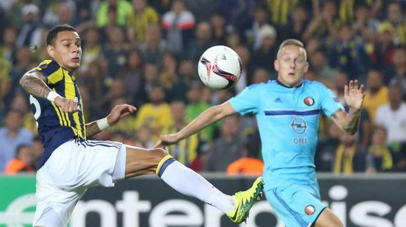 Officiel : Van der Wiel quitte Fenerbahçe pour l'Italie