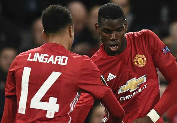 Man United pousse pour prolonger deux cadres