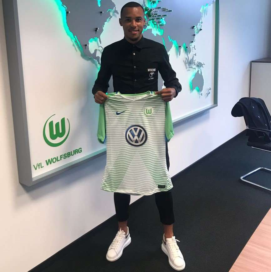 Officiel : Tisserand s'engage avec Wolfsburg