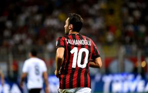 AC Milan : des discussions en cours avec Hakan Calhanoglu