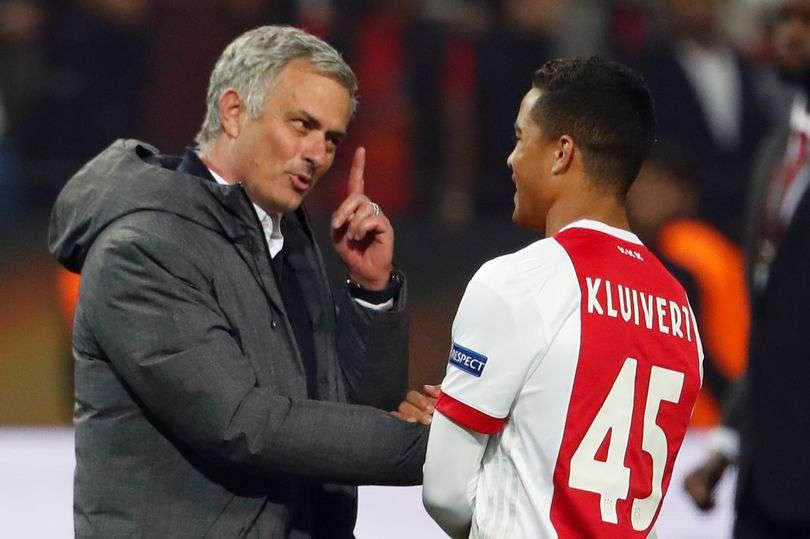 Manchester United : Une bonne nouvelle dans le dossier Kluivert ?