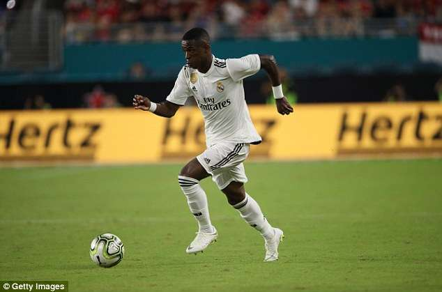 Maillot Domicile Real Madrid Vinicius