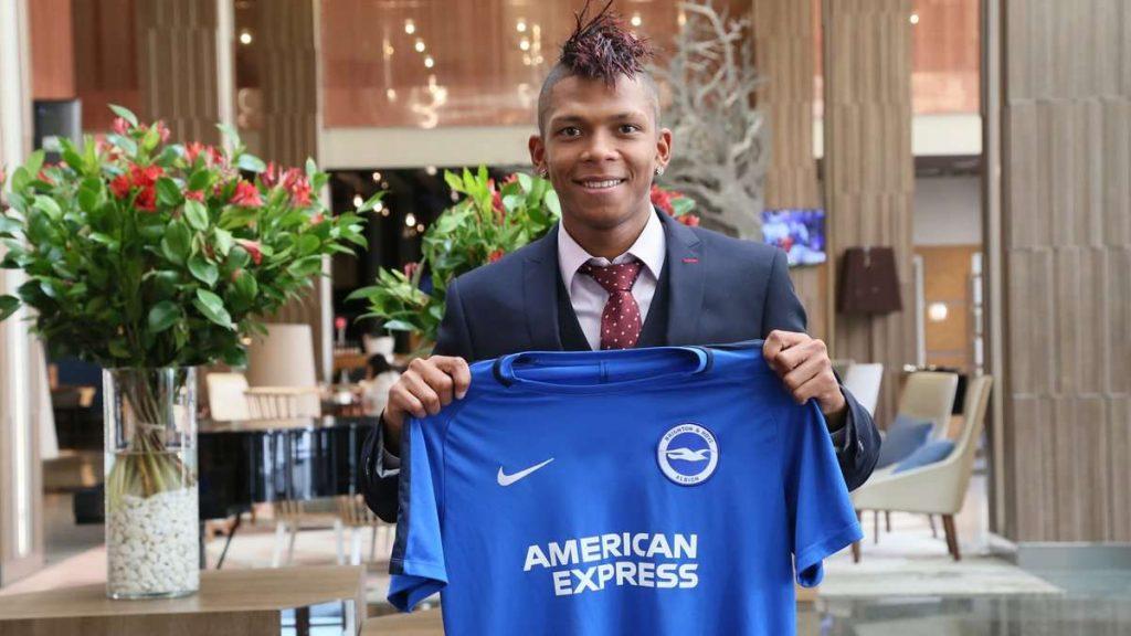 Officiel : Arce quitte déjà Brighton