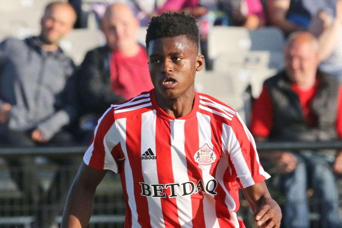 Chelsea et Manchester United ciblent le prometteur Mumba