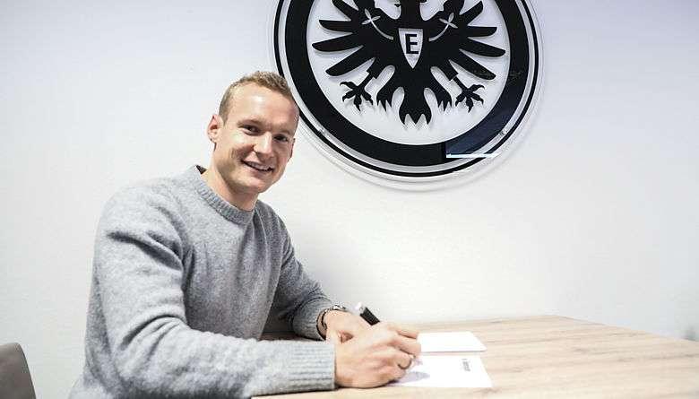 Officiel : un milieu de Dortmund signe à Francfort !