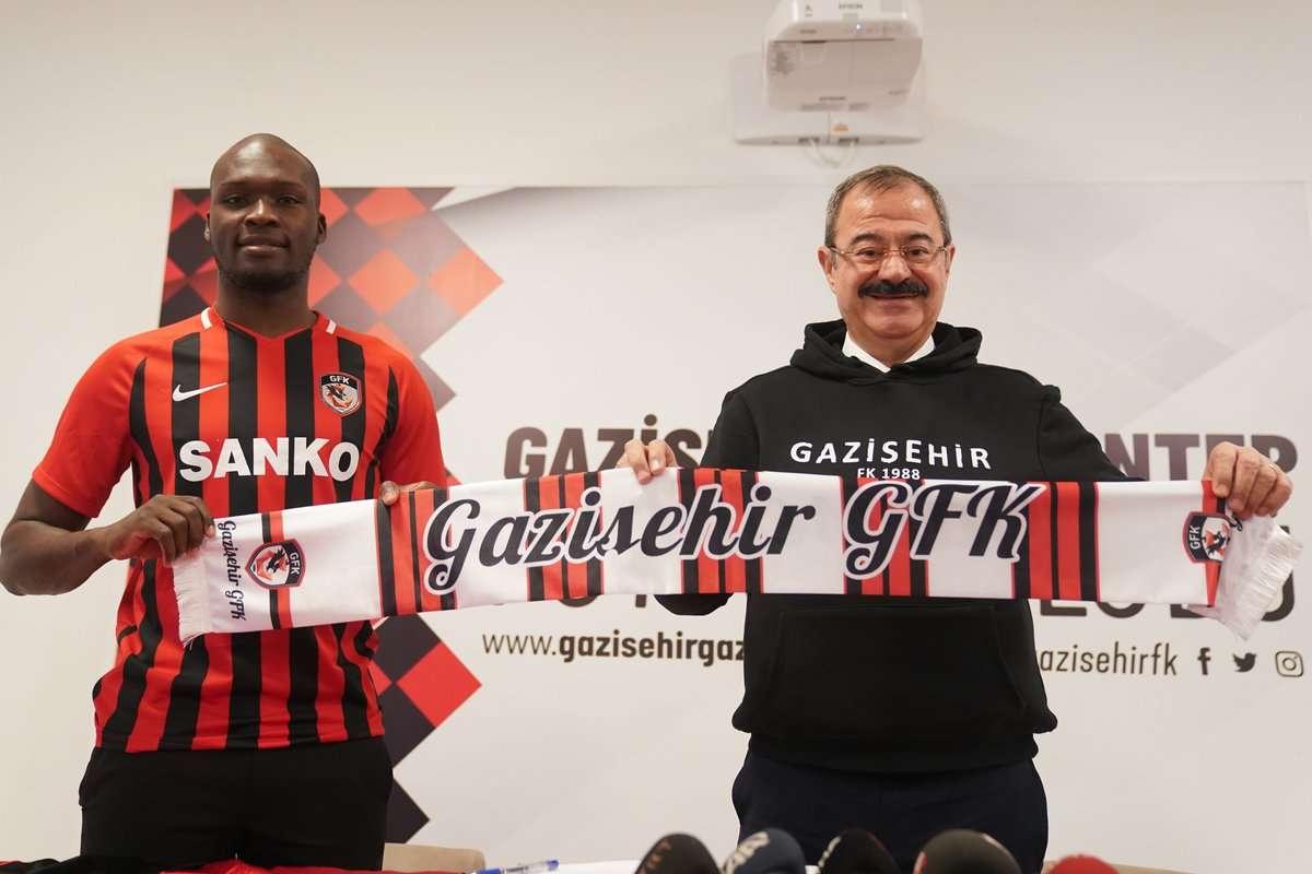 Officiel : Moussa Sow file en Turquie