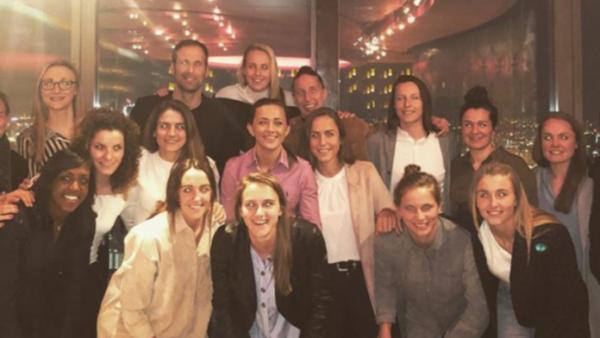Quand Petr Cech invite l'équipe féminine d'Arsenal au restaurant