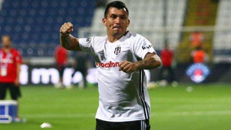 Besiktas : Medel devrait rejoindre l'Angleterre !