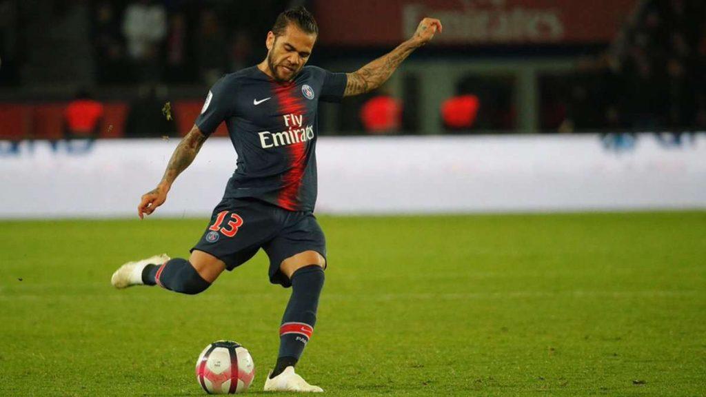 PSG : Alves bientôt prolongé ?