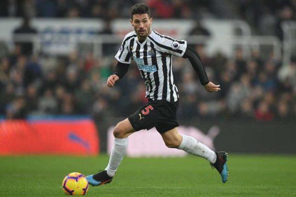 Un duel Arsenal – Tottenham pour un défenseur suisse