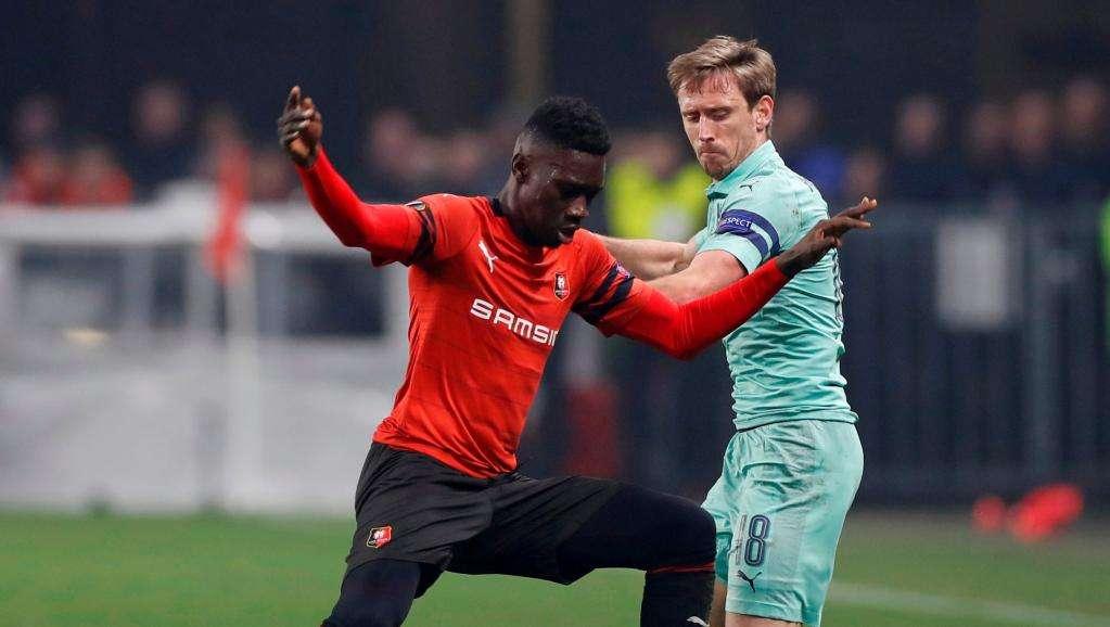 Arsenal supervise un Rennais