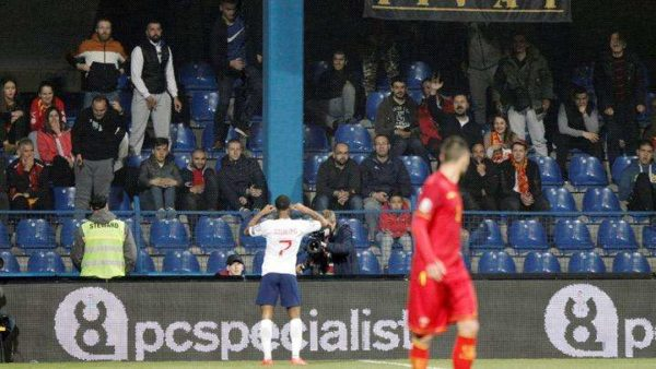 Affaire de racisme : l'UEFA ouvre une enquête tandis que Chelsea soutient Hudson-Odoï