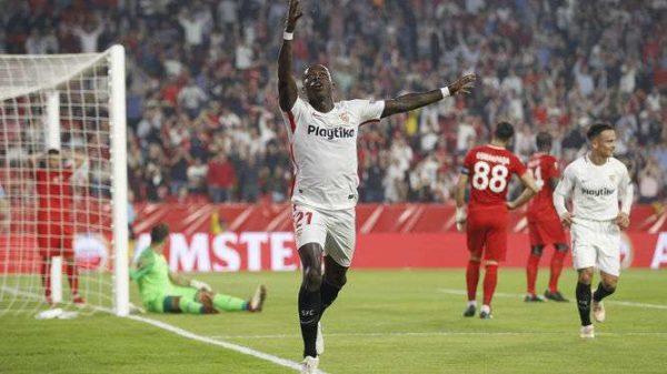 Le Milan AC se penche sur un international néerlandais
