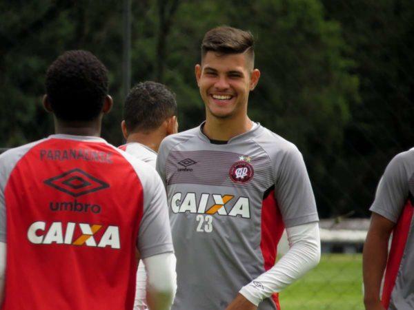 PSG : Henrique espère Nkoulou et Guimaraes