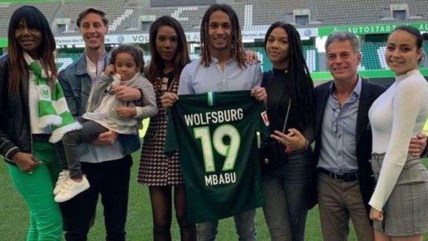 Officiel : Mbabu signe à Wolfsburg