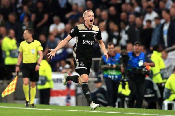 L'Ajax fixe le prix de Donny Van de Beek