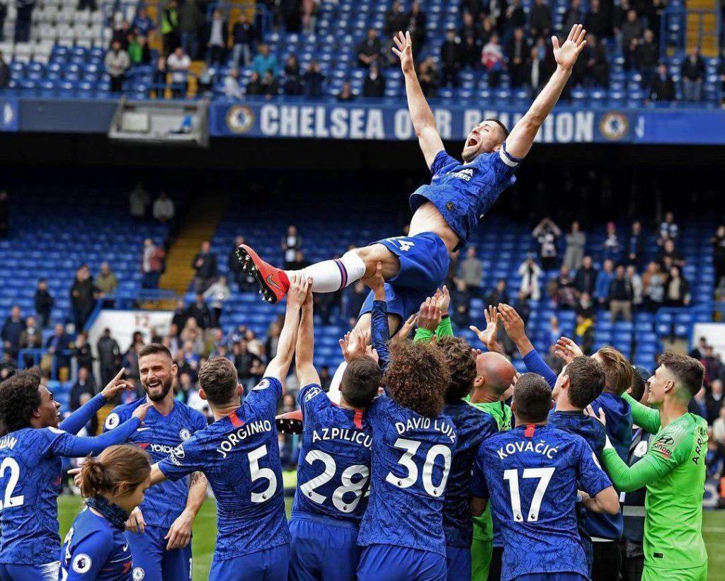Gary Cahill tacle Maurizio Sarri avant de quitter Chelsea