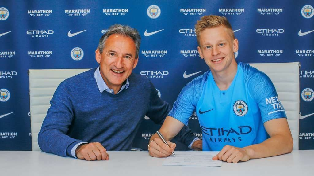 Officiel : Zinchenko prolonge son aventure à Manchester City