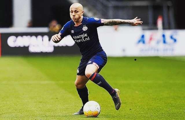 Manchester City : Angelino va revenir