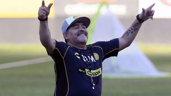 Officiel : Maradona quitte son poste