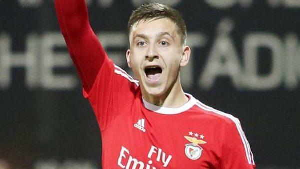 L'Atletico va miser sur un jeune buteur serbe