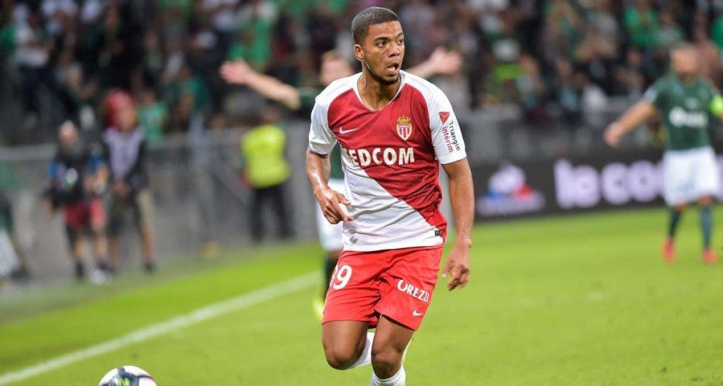 AS Monaco : un deuxième club allemand sur Benjamin Henrichs