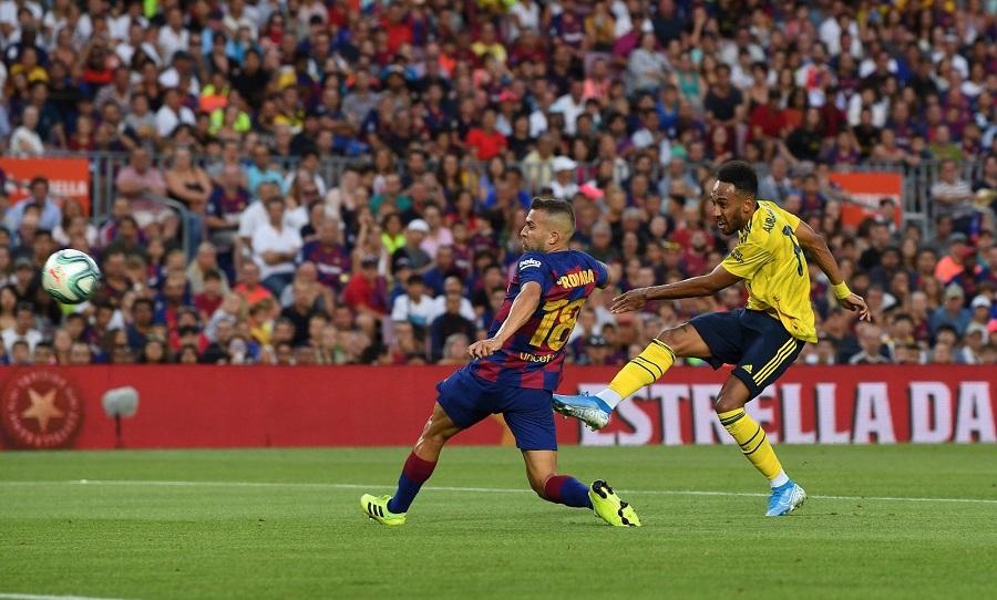 Arsenal : le superbe but d'Aubameyang contre le Barça