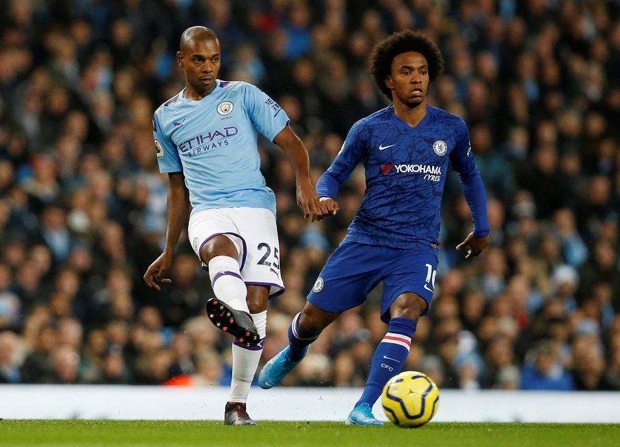 Manchester City : Fernandinho envisage encore de prolonger