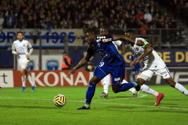 Nottingham Forest cible un buteur de Ligue 2