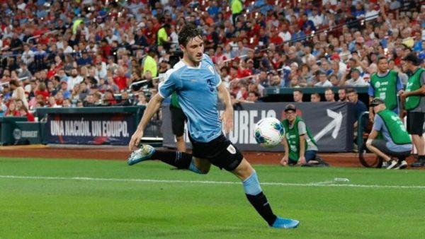 Le Milan AC se penche sur un jeune défenseur uruguayen