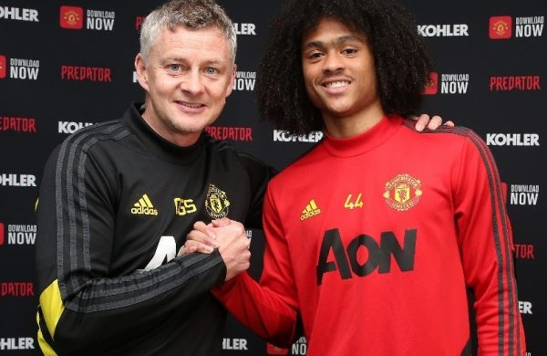 Officiel : Tahith Chong prolonge à Manchester United