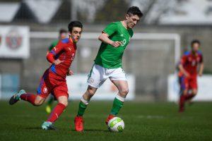 Arsenal et Chelsea ciblent un jeune buteur irlandais
