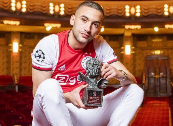 Ajax : Hakim Ziyech part avec les honneurs